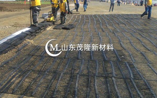 《京台高速改扩建》土工布、土工格栅施工