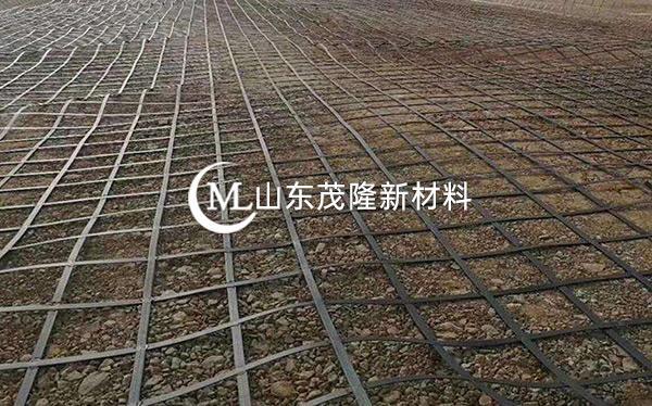 《哈牡铁路》土工格栅、复合土工膜施工