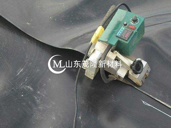 土工膜厂商生产防渗膜的方法