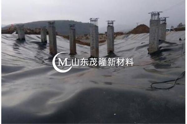 聚酯复合土工膜不同于普通的机织膜