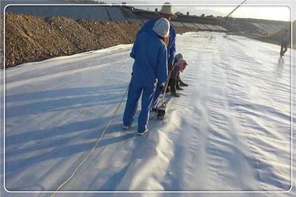土工膜焊接质量因素由操作程序及器械设置参数