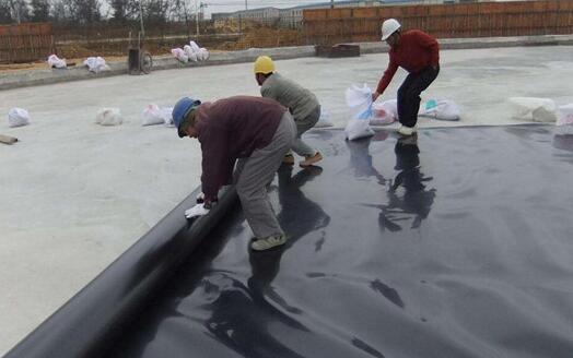 HDPE防渗膜热敏感性影响及预留5%沉降量影响