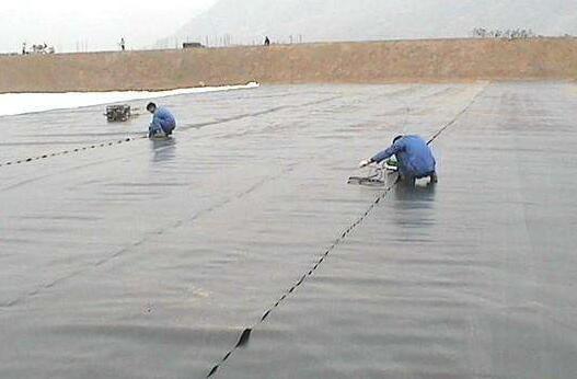山东土工膜与下面垫层之间的平面滑动稳定