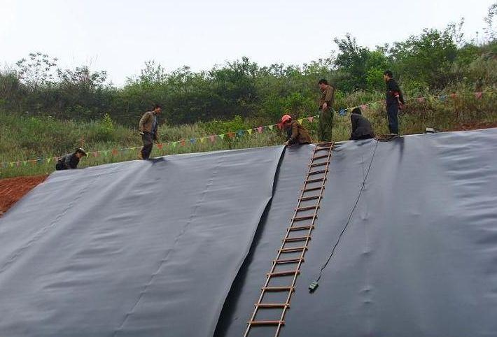 土工膜在雨季施工采取什么措施