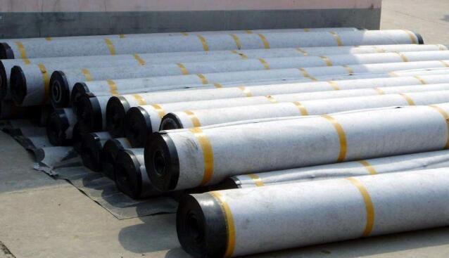环保土工膜在施工中与结界处进行缝合的处理方
