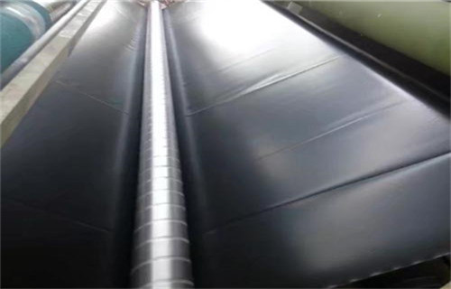 土工膜搭接缝应保持在10公分以上