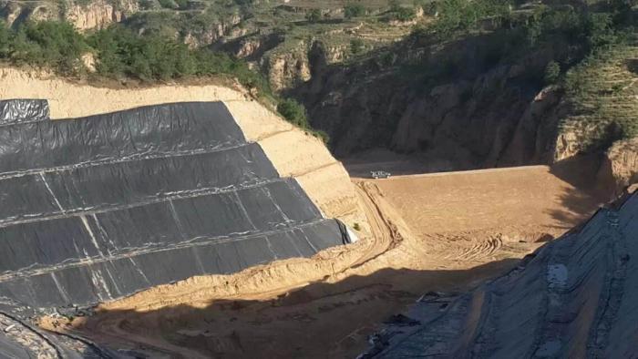 高密度聚乙烯土工膜主要用于填埋场、景观湖泊