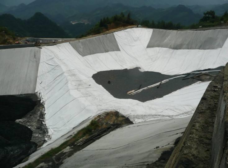 土工膜与土的界面强度是影响填埋场正常服役的