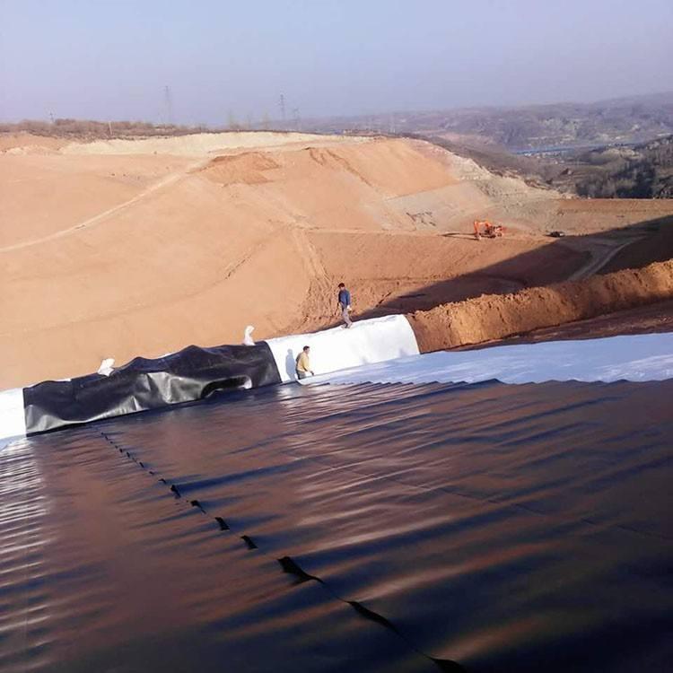 土工膜进行土坝防渗处理前,应做好必要准备