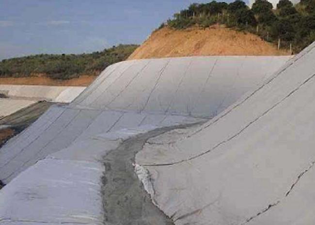 土工膜用于各类水渠防水的优点及缺点