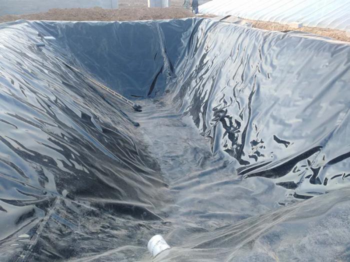 水库库底按规范要求,膜上覆土厚度不小于0.5m